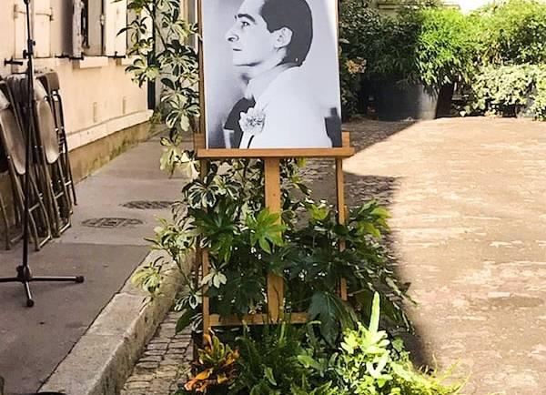 Une plaque commémorative pour Copi